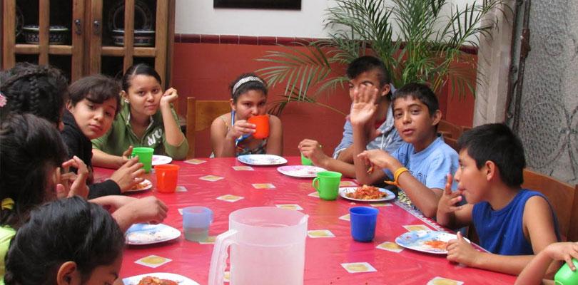 slide-children-eating-810x400
